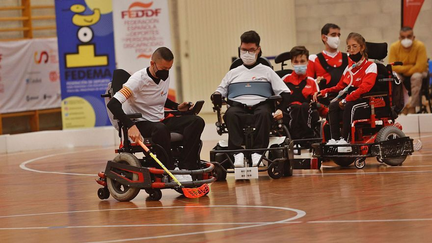 Asturias estrena deporte: hockey en silla de ruedas eléctrica