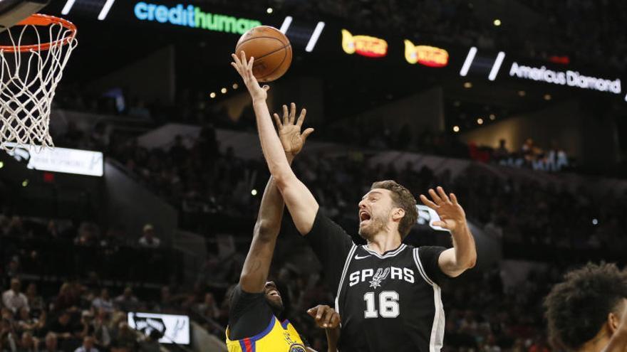 Los Spurs ganan a los Warriors en la mejor noche de Willy con Charlotte