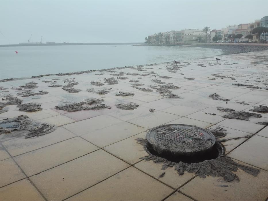 Desbordamiento de las alcantarillas de Playa de Arinaga