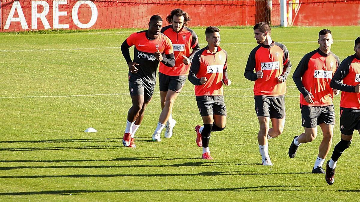 Por la izquierda, Neftali, Pelayo  Suárez, Berto, Zalaya, Álvaro y  Carmona, en Mareo. | J. Plaza