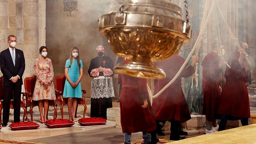 Felipe VI preside la ofrenda al Apóstol, que tras dos años volvió a la Catedral de Santiago