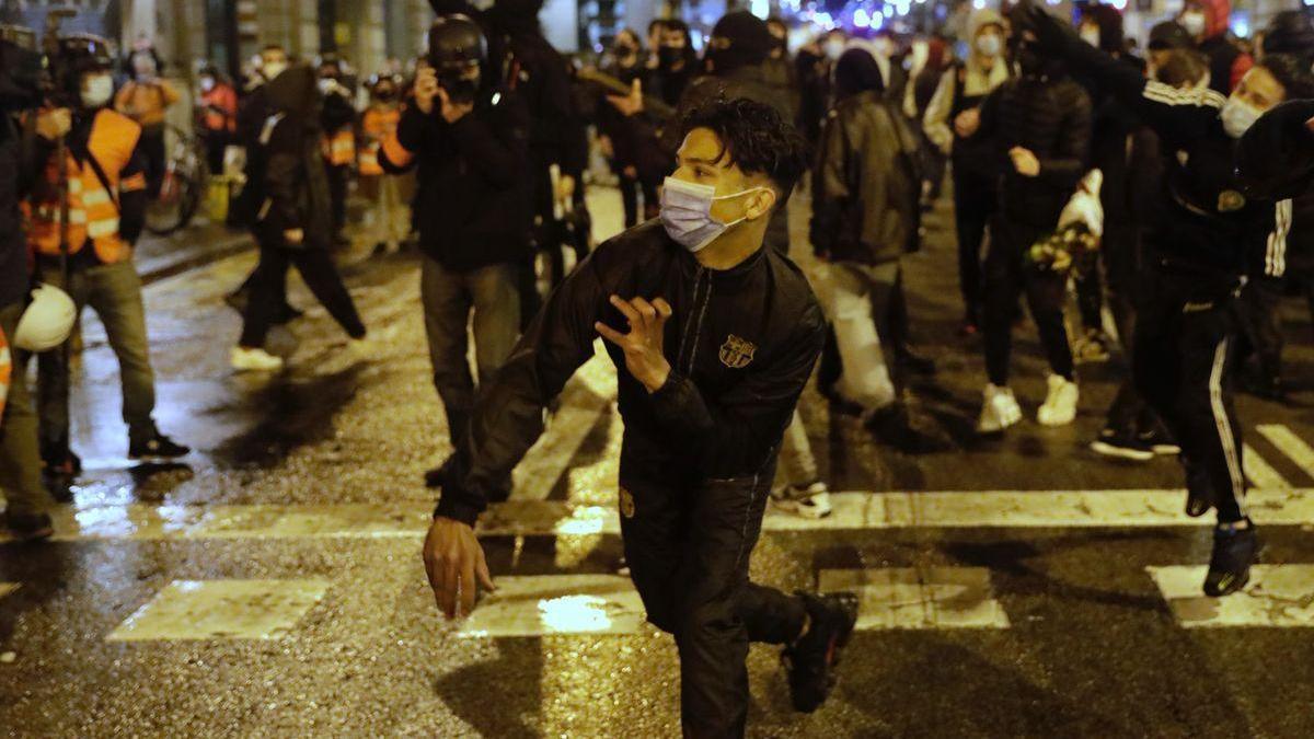 Las protestas por Hasél reúnen a colectivos de jóvenes indignados