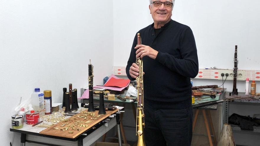 Joan Roca, un dels darrers luthiers de tenores