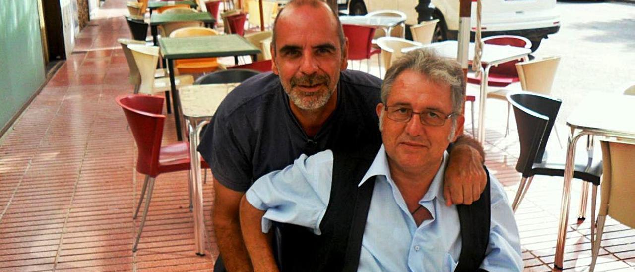 Patricio Simó junto a Josep Antoni Mollà, en una imagen de 2011 en Fontanars dels Alforins.