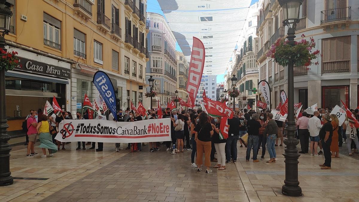 La concentración de los trabajadores de Caixabank.