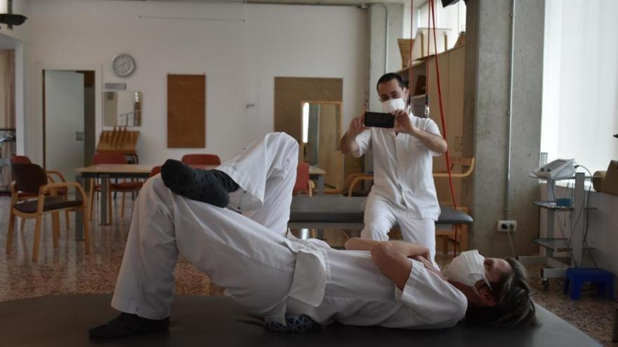 Exercicis per Twitter i videoconfèrencies: els fisioterapeutes de Salt s'adapten a la pandèmia