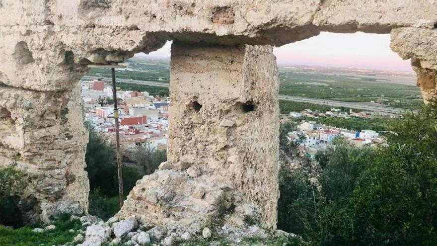 Corbera prohíbe el acceso               a las ruinas del castillo