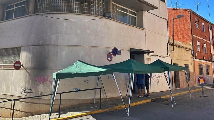Arrancan y roban las tres carpas situadas junto al Centro de Salud de Picassent