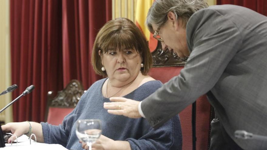 Die Präsidentin des Balearen-Parlaments verweigert ihren Rücktritt