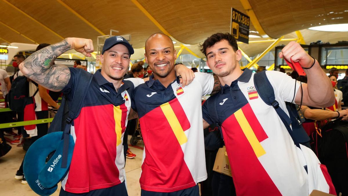 El gimnasta mallorquín Nicolau Mir, a la derecha, junto a varios de sus compañeros en Barajas