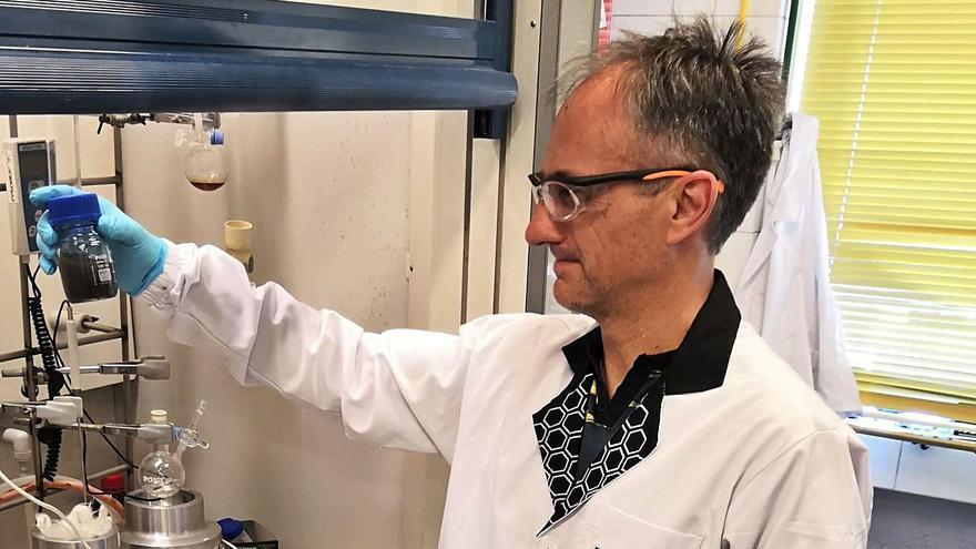 Félix Zamora: «No hay riesgo de toxicidad en el uso de las mascarillas con grafeno»