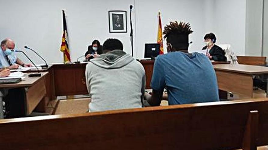 Piden 15 años de prisión a dos jóvenes por numerosos atracos en Palma