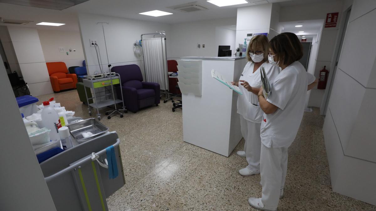 Un control de enfermería en el Hospital General de Elche.