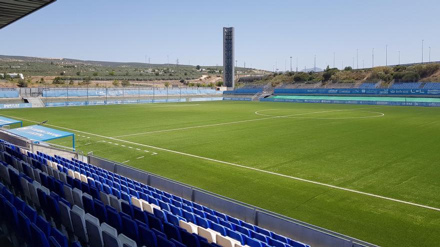 Licitado el césped del campo de fútbol de Lucena con un renting de 272.904 euros