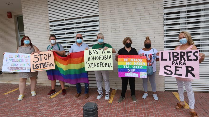 Apoyo del colectivo LGTBI de Torrevieja al denunciante de una presunta agresión homófoba