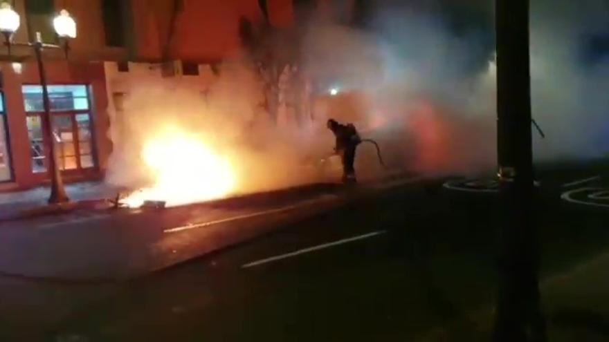 Incendio de coches y contenedores de basura en Tomás Morales