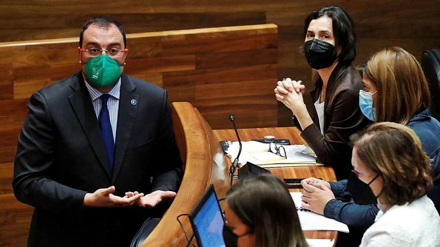 """Barbón: """"El asturiano no será vehicular,  ni se pedirá a los médicos en oposiciones"""""""