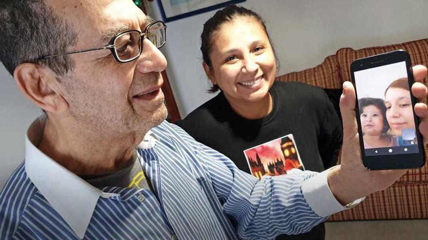 """Néstor Muñoz, un abuelo """"millenial"""" de 81 años"""