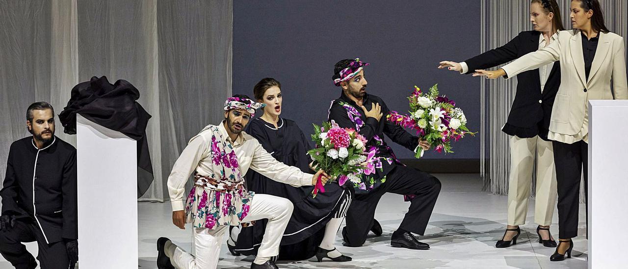 Una de las escenas de «Così fan tutte».  Miguel Lorenzo_LesArts