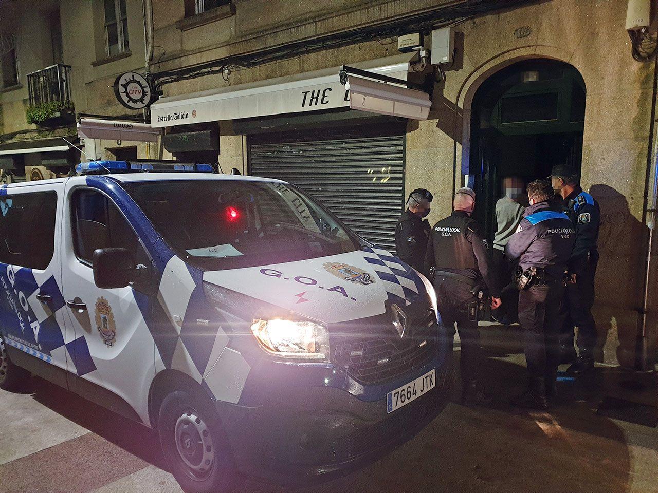 Primer viernes de toque de queda junto a la Policía Local