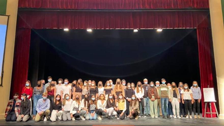 Alzira rinde tributo a los estudiantes con mejor expediente académico