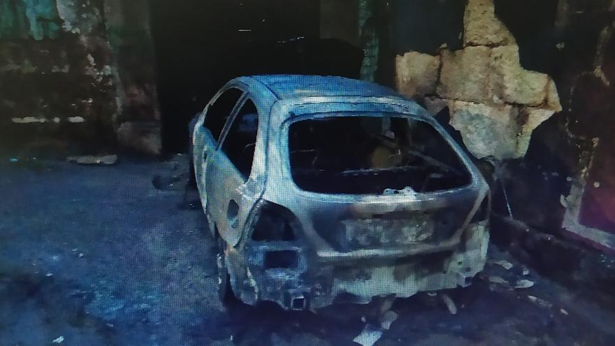 Arde un coche en Teis