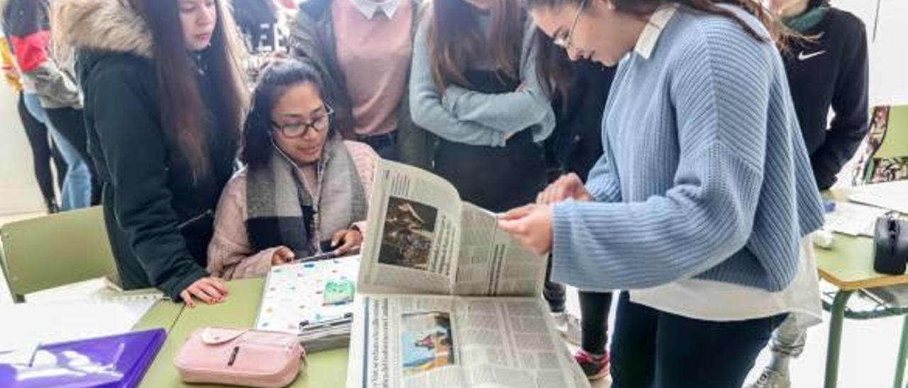 Los periodistas noveles en clase de Lengua Castellana y Literatura, donde han participado en esta original experiencia de manos de su profesora.