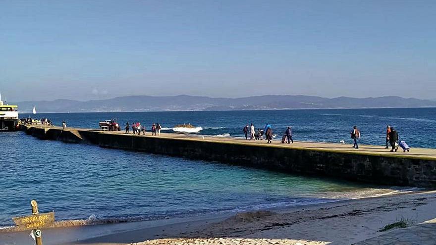 Los vecinos de Ons regresan a la isla tras cuatro meses