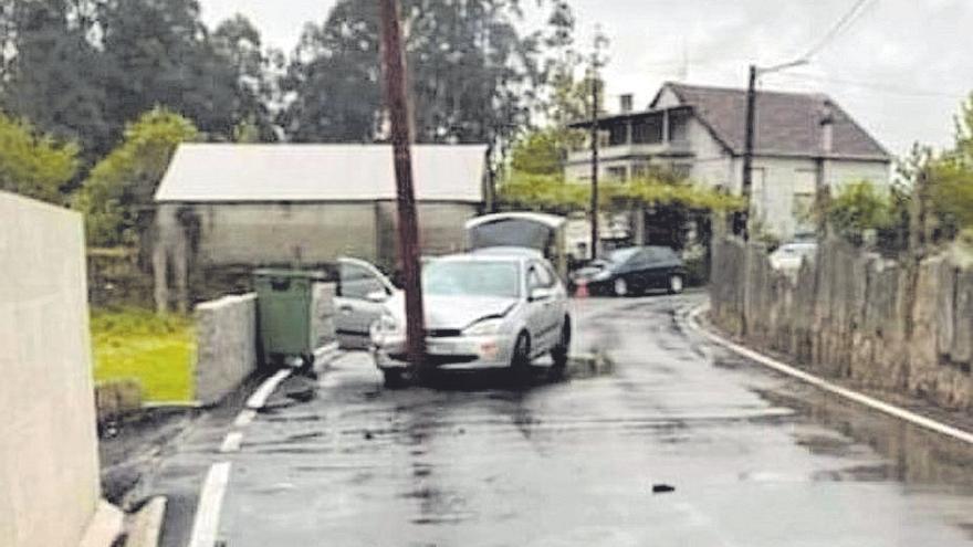 Salceda tomará medidas legales contra Telefónica por el poste en medio de la carretera