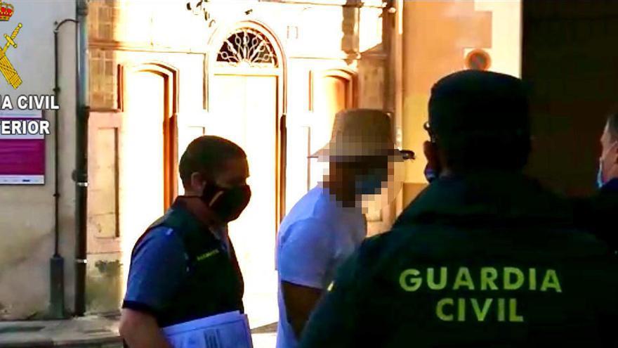 La Guardia Civil sostiene que Nacho Vidal cobró 150 euros por el rito mortal con el sapo