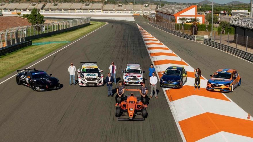 Diez carreras y cien pilotos en el Racing Weekend de Cheste