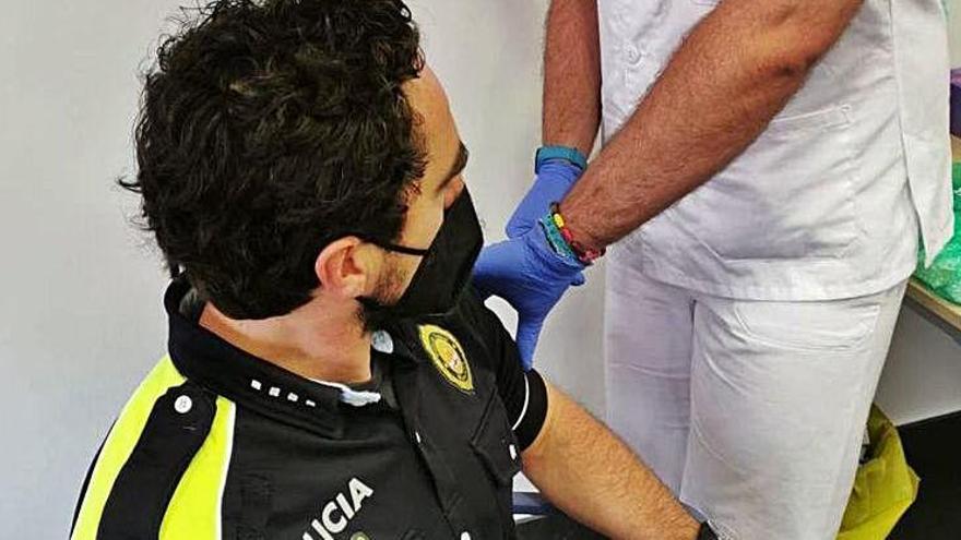 La Policia Local de Manresa es va començar a posar la vacuna ahir