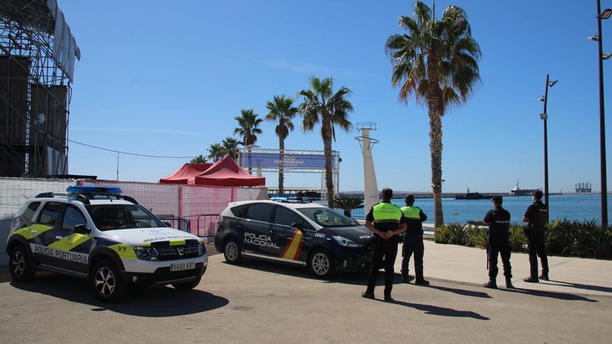 La Policía Nacional detiene a dos personas infraganti cuando intentaban robar en un conocido local de ocio del puerto de Alicante