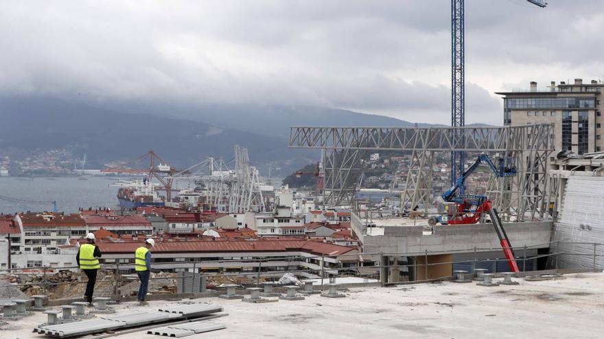 El paro cayó en Galicia en 5.472 personas en mayo