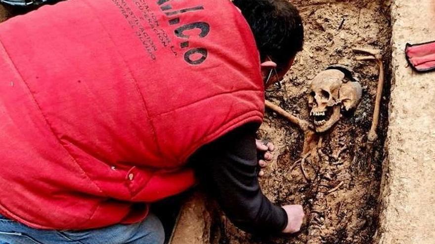 Exhumado en Zaragoza el cuerpo de la primera alcaldesa de España