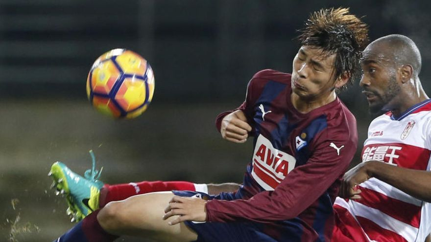 El Eibar golea al Granada y mantiene su sueño europeo