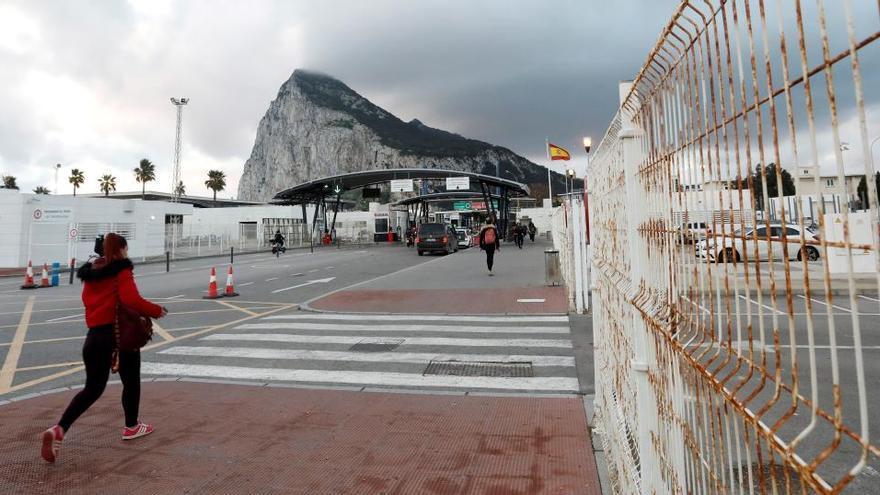 Interior cerrará la frontera de Gibraltar salvo para españoles, gibraltareños y trabajadores fronterizos