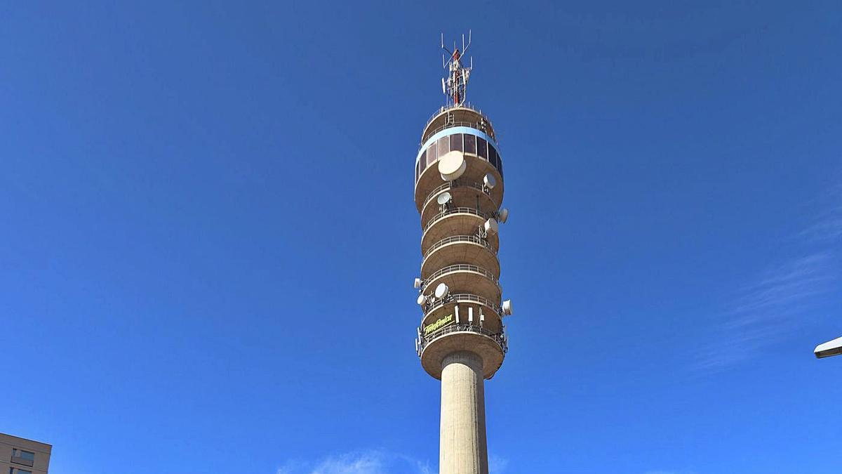 La torre de Telefónica en Zaragoza, conocida como el Pirulí, en Vía Hispanidad