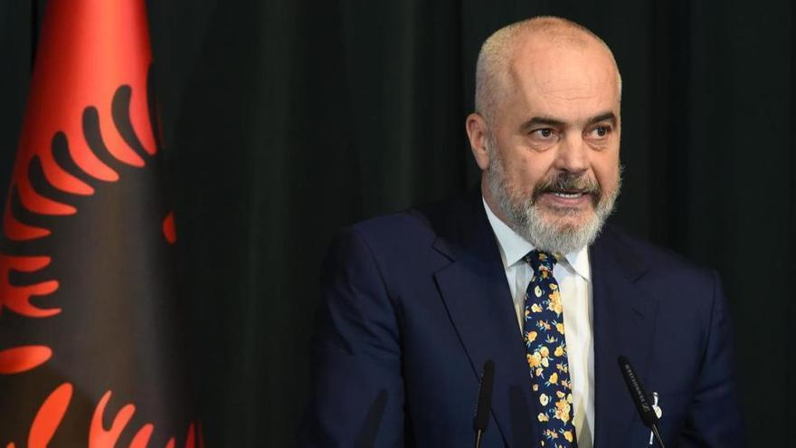 Dimite el ministro de Interior de Albania tras la muerte de un joven a manos de la Policía