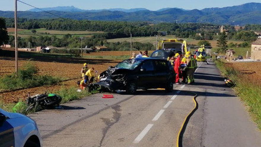 Un accident entre dues motos i un turisme a Vilademuls provoca dos ferits