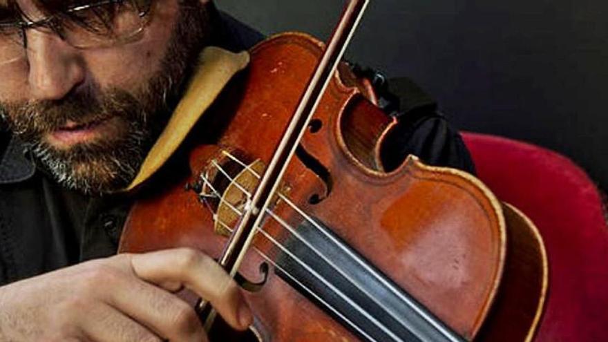 Roben un violí francès  del segle XVIII a un compositor de Sant Joan