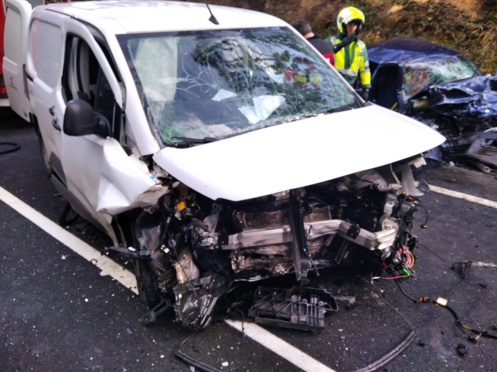 Accidente en una colisión frontal en Aranga (A Coruña)