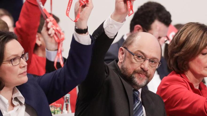 El SPD aprueba negociar otra 'gran coalición' con Merkel