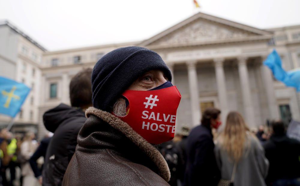 Los hosteleros se manifiestan en Madrid contra la situación del sector por la pandemia