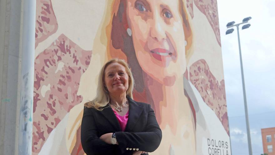 Pintan un mural en el IES Joanot Martorell como homenaje al trabajo de la investigadora Dolores Corella
