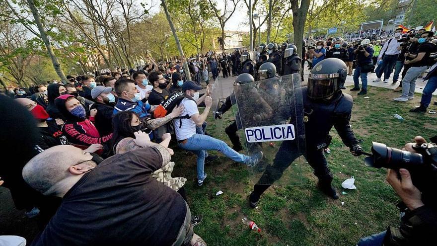 Detingut un empleat de Podem per agredir policies en un acte de Vox