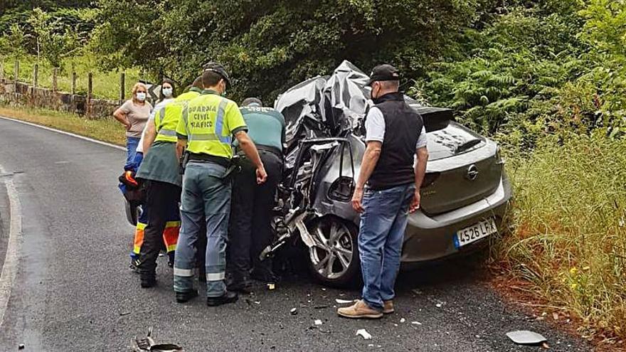Herida la conductora de un turismo tras una colisión con un camión en San Amaro