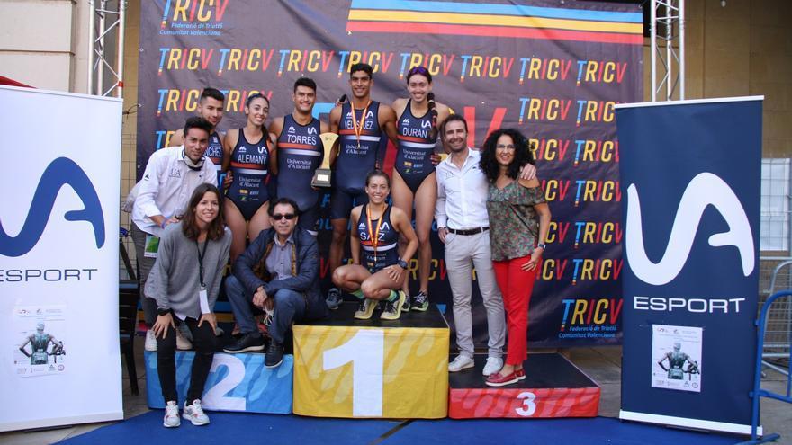 La UA reina en los campeonatos universitario y autonómico de triatlón