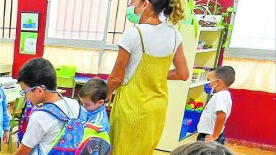 Canarias tiene 43 docentes y 352 alumnos con Covid-19