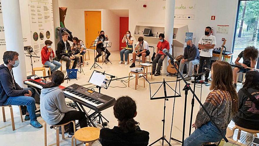 Quince mozos de Tomiño, Portugal e Italia participan nun encontro musical